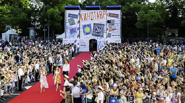 6-13 июня: Открытый Российский кинофестиваль  «Кинотавр» (Сочи)